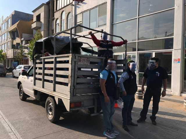 Ayuntamiento de Apizaco dota de caretas y cubrebocas a personal