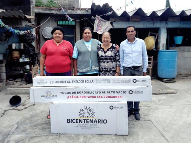 Presidenta de Texóloc continúa con la entrega de calentadores