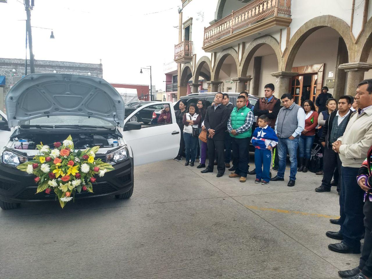 Entrega Miguel Muñoz vehículo nuevo a Dirección de Protección Civil
