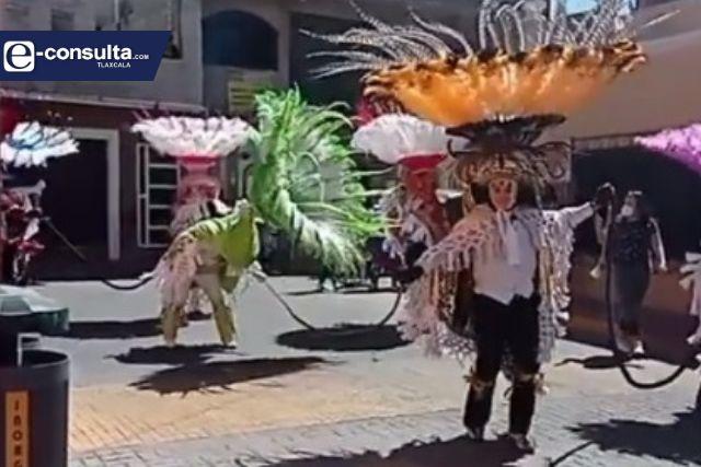 Sigue el carnaval en Papalotla; danzantes no quieren que se pierdan las tradiciones