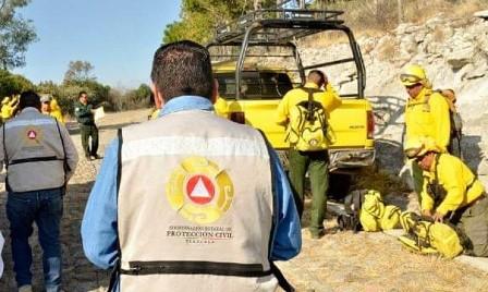 Gobierno del Estado combate fuerte incendio en La Malinche