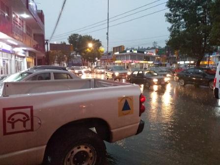 Activan protocolos de atención y apoyo por fuerte lluvia