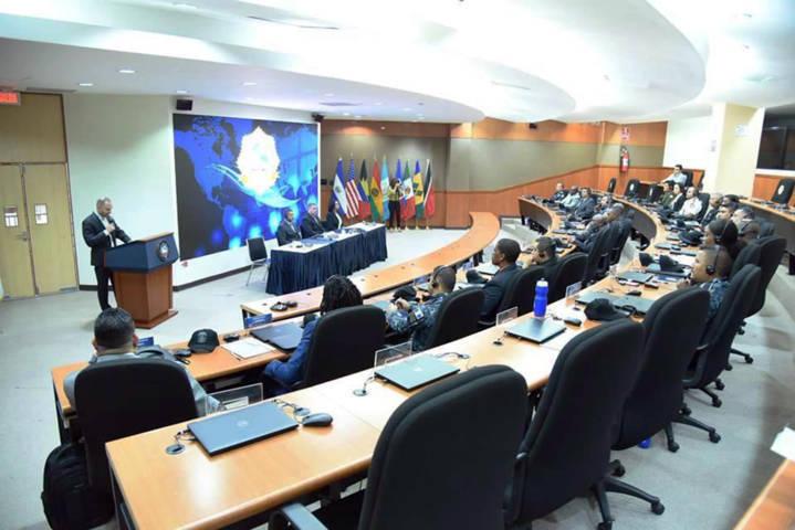 """Participa CES en curso """"Tráfico De Armas Pequeñas"""" en el Salvador"""