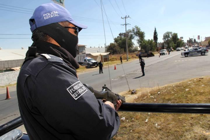 Asegura CES a cuatro personas que extraían hidrocarburo de manera ilegal en Ixtacuixtla