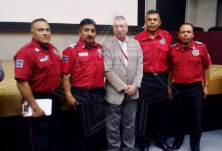 Capacitan a bomberos tlaxcaltecas sobre emergencias y desastres