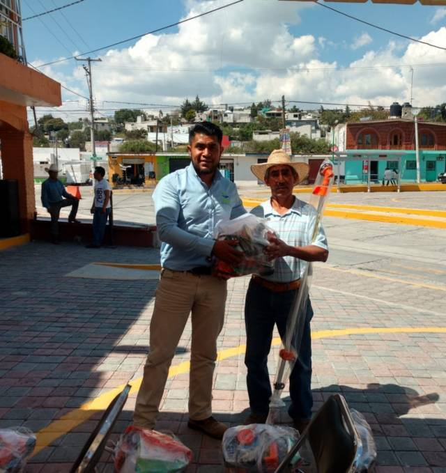 Alcalde de Tequexquitla entrega maquinaría a productores agrícolas