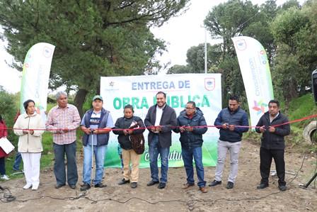 Alcalde de Chiautempan entrega obra de drenaje en Cuahuixmatlac