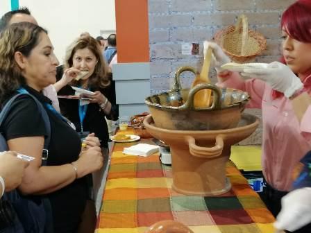 Triunfa comida tradicional de Chiautempan en Tianguis Turístico 2019