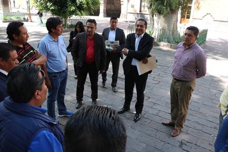 Alcalde Héctor Domínguez atiende a vecinos de Ixcotla