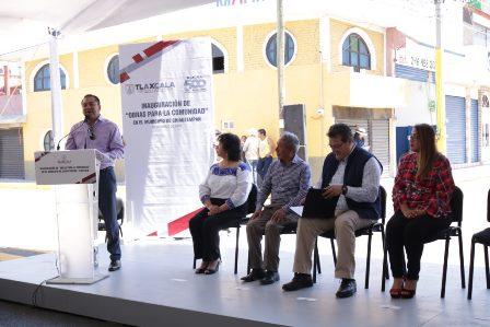 Gobernador acompañó al alcalde de Chiautempan en inauguración de obras