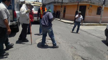 Inicia Ayuntamiento de Chiautempan desazolve del drenaje
