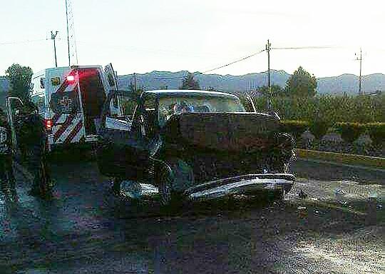 Dos menores y una mujer herida, deja encontronazo de vehículos