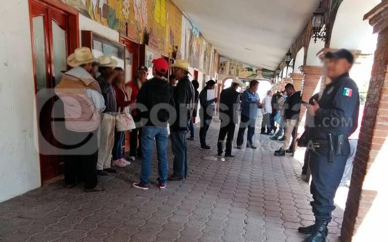 Pobladores exigen destitución de alcalde de Hueyotlipan