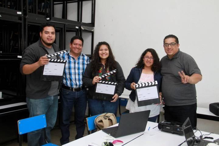 Impulsa comuna capitalina taller lúdico de cine