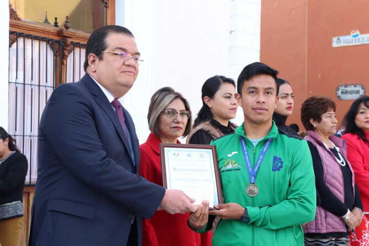 Participan 4 mil estudiantes en el desfile cívico-deportivo de la Revolución Mexicana