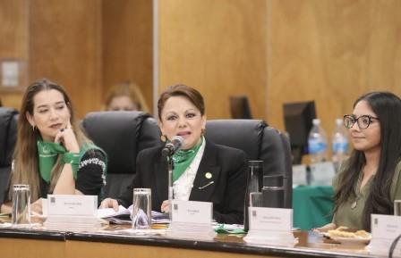 """Participa Claudia en foro """"Pañuelazo y Parlamento Abierto: Despenalización y Amnistía"""