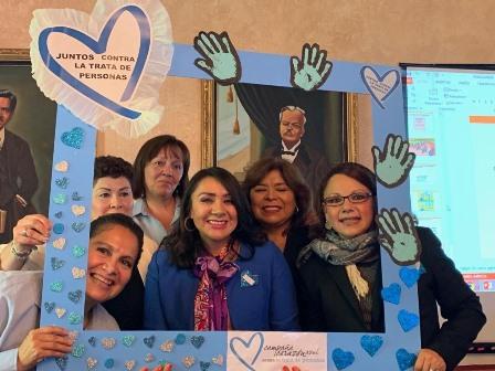 Asiste la diputada Claudia a conferencia sobre violencia de género