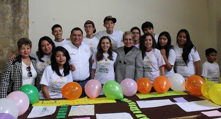 Clausuran curso de verano en Apetatitlán, reconoce titular de Cossies a Eloy Reyes