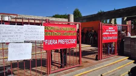Paran trabajadores del Cobat 04 en protesta por acoso laboral