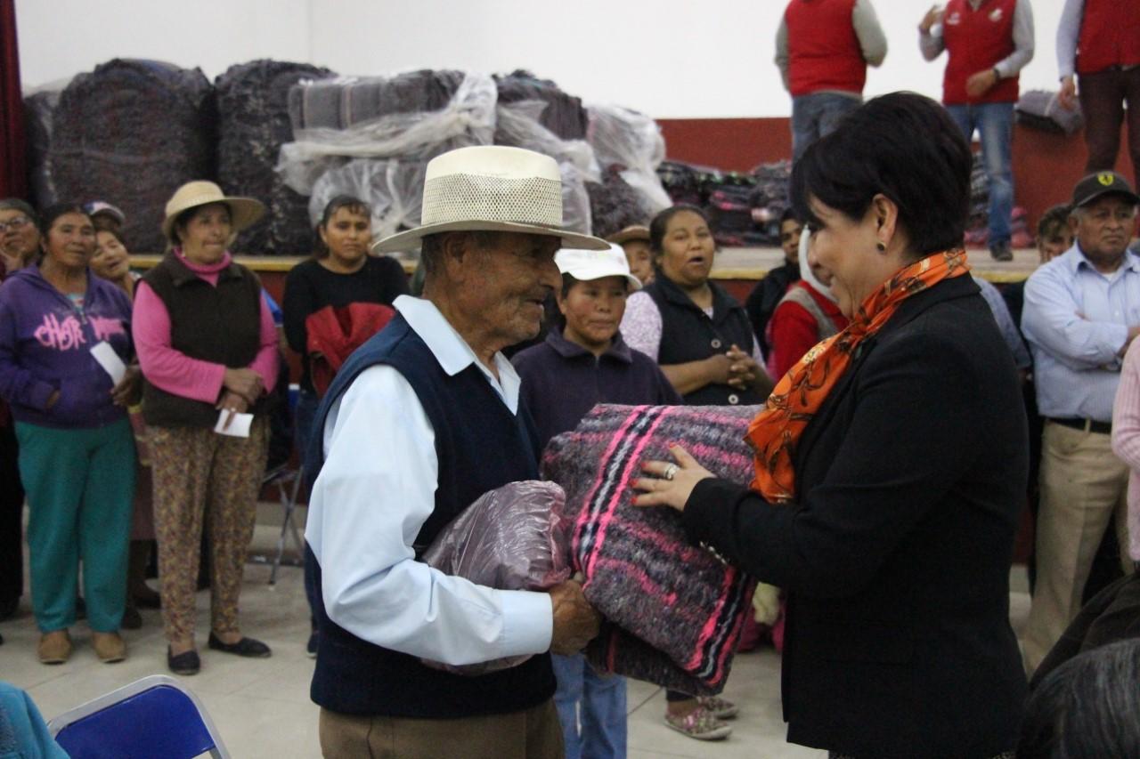 Alcalde cobija y entrega aparatos funcionales a personas vulnerables