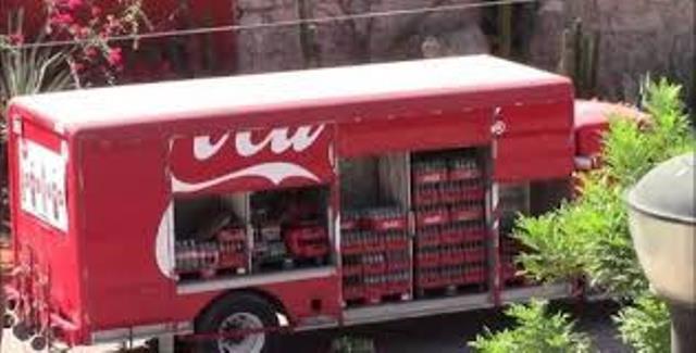 Ladrones se pelaban con el camión lleno de Coca Cola y con el chofer