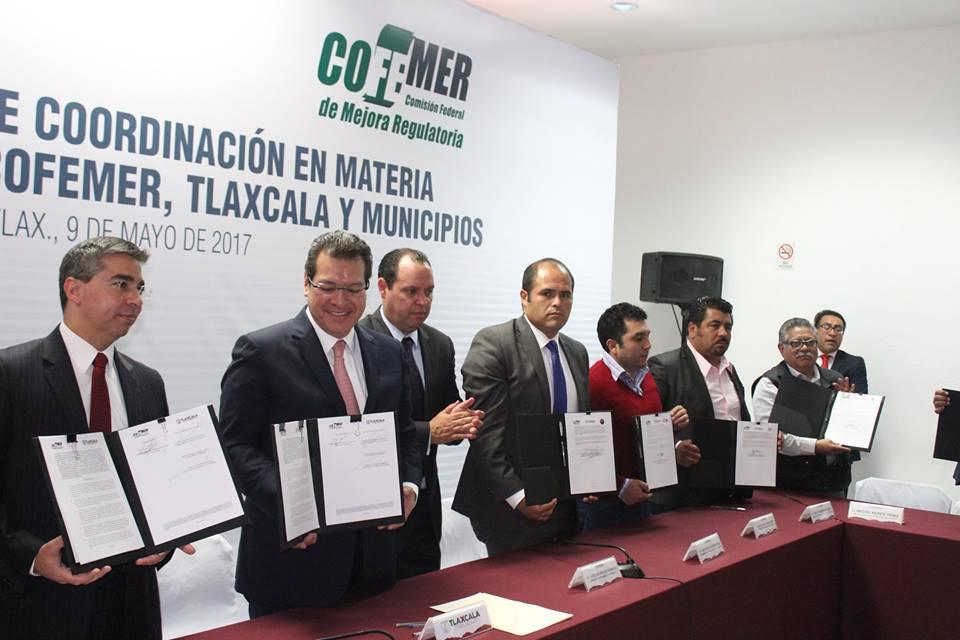 Suscriben autoridades de Santa Cruz Tlaxcala convenio Regulador de Empresas
