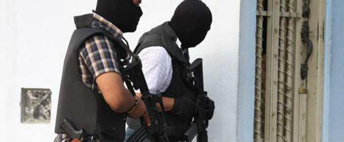 Comando armado amaga a familia tlaxcalteca y les roba