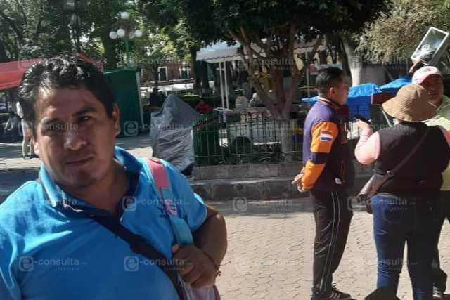 Niños de SPM piden frente a Palacio de Gobierno un comedor escolar