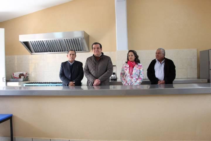 Alcalde mejora la infraestructura educativa de 5 escuelas con un comedor