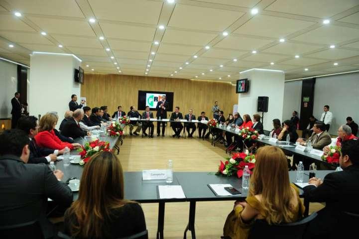 Se reunirán el CEN y legisladores locales priistas con EPN