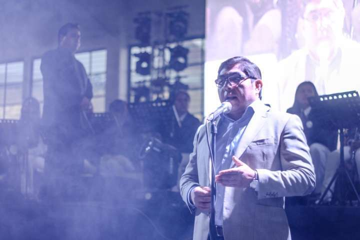 ¡Sergio Fachelli volvió!, cantó para cuatro mil mamás de Totolac