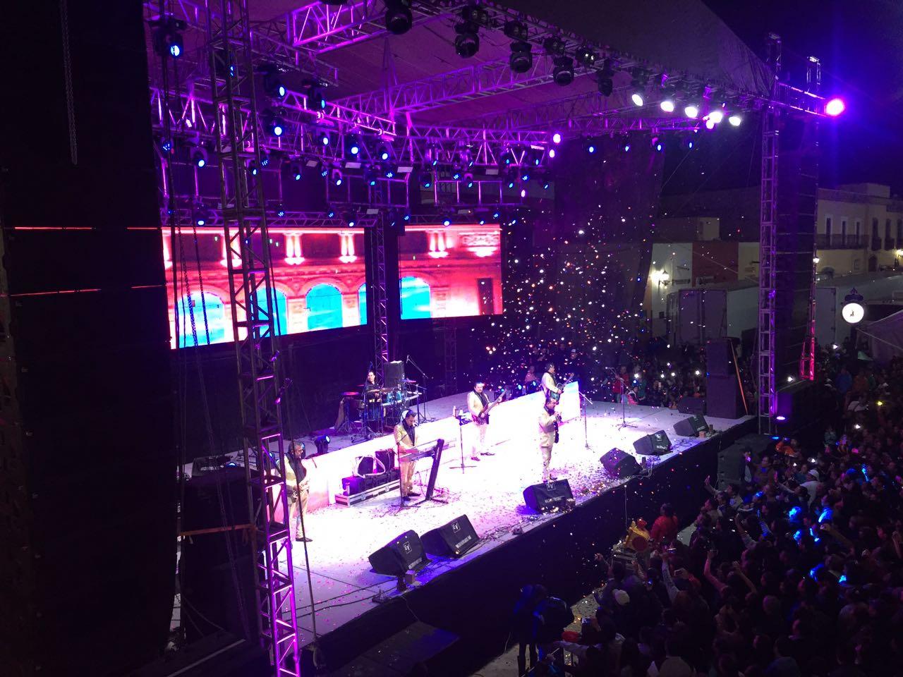 """Miles de personas disfrutaron el """"concierto para todos"""""""