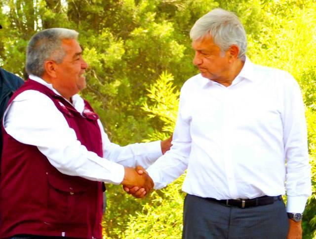 AMLO respalda a Martín Pérez Hernández; será diputado en el distrito XIV