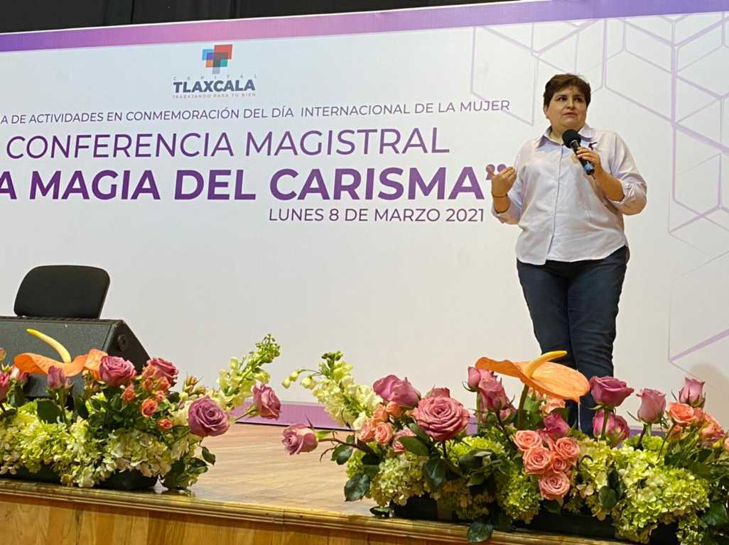 "Dictan en la capital conferencia magistral ""La magia del carisma"