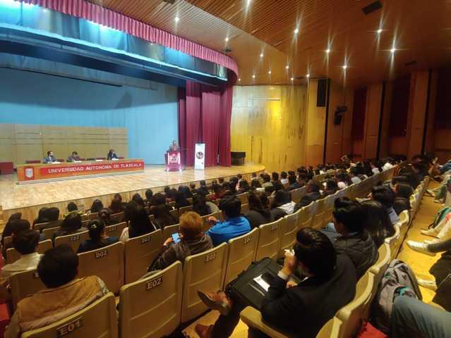 Se acerca FECC a universitarios para combatir la corrupción