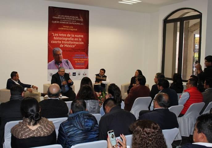 Disertan conferencia magistral sobre la Cuarta Transformación de México