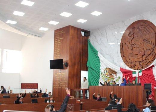 Reanudan diputados locales sesión bajo una tensa calma