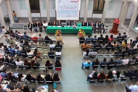 A iniciativa de diputado, presentan libro en el Congreso del Estado