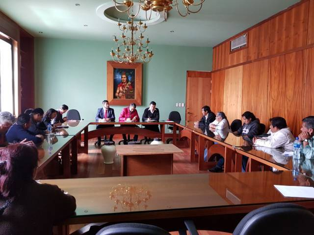 Reciben diputados a inconformes de San Juan Ixtenco
