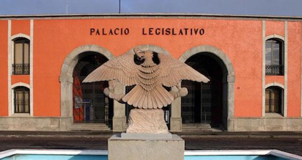 Alistan diputados dictamen para remover a funcionarios municipales
