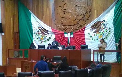 Extrañamente diputados locales no ratificaron a Bernal Salazar