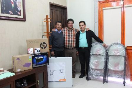 Recibe autoridades de Contla equipo digital y mobiliario
