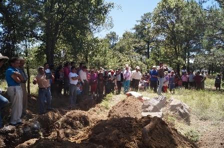 Coloca Filemón Acoltzi primera piedra de Centro de Salud en Tlacatecpa