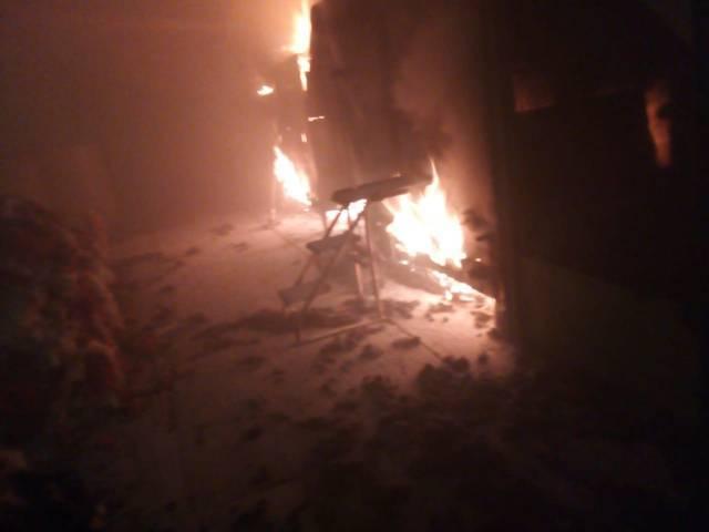 PC de Zacatelco apoya a sofocar incendio en fábrica textil