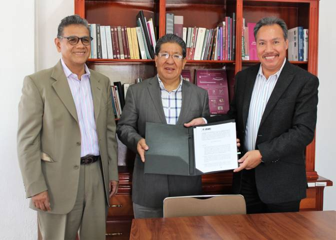 Entrega INE Tlaxcala convenio a ganador del programa nacional de impulso 2018