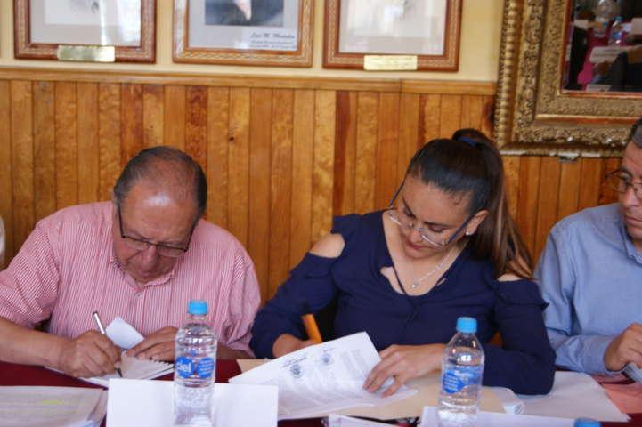 Firma Tlaxco convenios para asegurar asistencia alimentaria