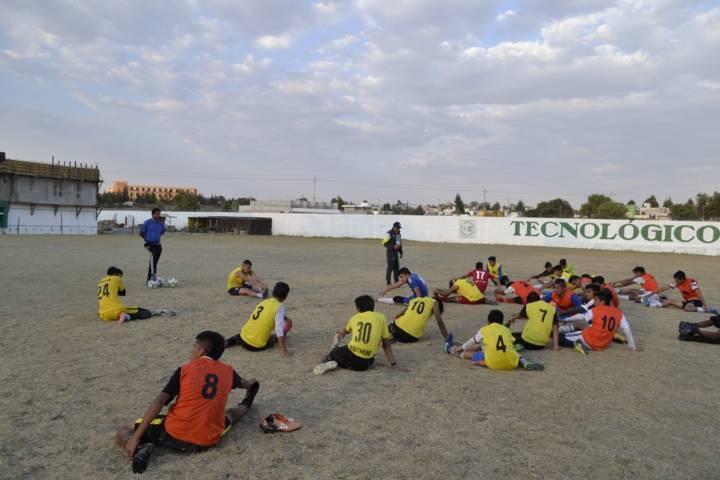 Convive alcalde de Tzompantepec con futbolistas del municipio