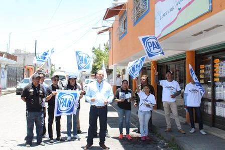 Escuchan familias de El Alto propuestas del candidato Juan Corral