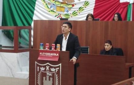 Diputado Covarrubias podría estar coludido con Coca – Cola