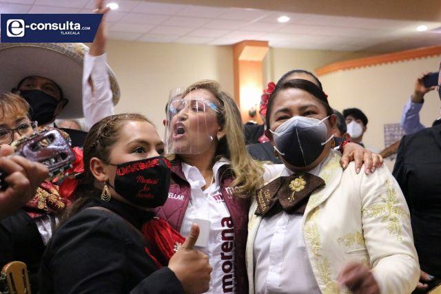 Mariachis de Tlaxcala se adhieren a Lorena Cuéllar; pactan proyecto turístico